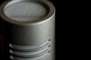 Kondensatormikrofon Kapsel auf schwarz foto