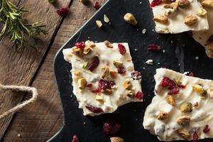 festliche weiße Schokoladenfeiertagsrinde foto
