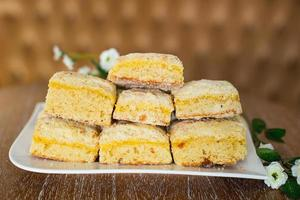 Kuchen auf einem Teller foto