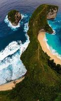 Luftaufnahme des Kelingking Strandes