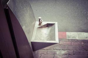 Handwaschbecken aus Edelstahl.