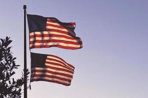 zwei Flaggen der USA foto