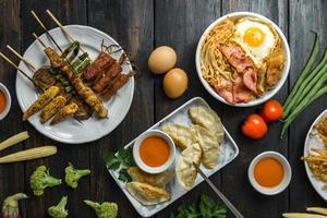 verschiedene koreanische Speisen foto