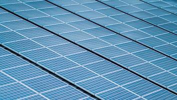 Nahaufnahme von Sonnenkollektoren foto