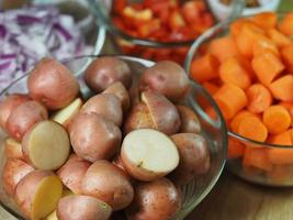 gehackte Kartoffeln in einer Schüssel