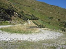 Feldweg in den Bergen foto
