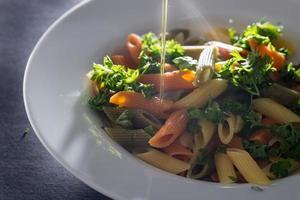 Pesto-Nudeln mit Olivenöl