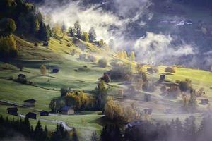 Naturlandschaft mit Bergen foto
