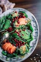 schöner Teller mit Gemüse