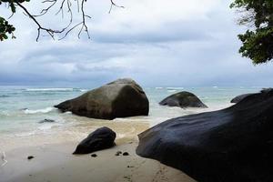 Felsen im Indischen Ozean