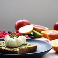 Avocado-Toast mit Käse