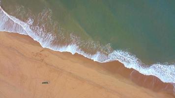 Luftbild des Strandes in Indien