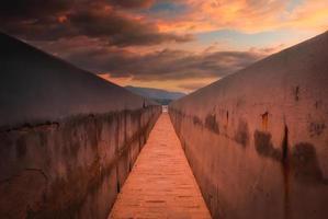 perspektivische Aufnahme bei Sonnenuntergang