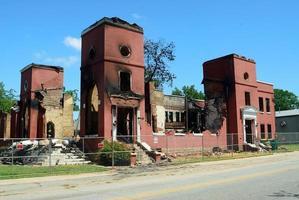 Kirche durch Feuer beschädigt