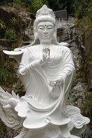weiße Buddha-Statue foto