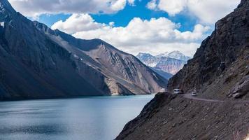 Berge und Fluss foto