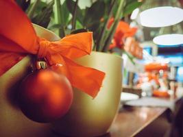 Weihnachtsverzierung auf Topf foto