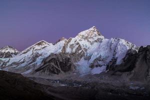 Mount Everest in der Dämmerung foto
