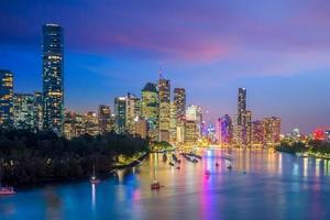 Brisbane City Skyline in der Dämmerung foto