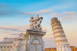 Kathedrale von Pisa und der schiefe Turm in Pisa