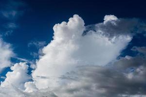 großer bewölkter Himmel