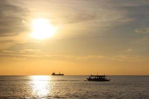Menschen auf einem Boot auf den Philippinen