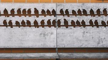 Holzbank mit Schablonen foto