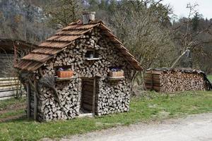 Haufen gehacktes Holz