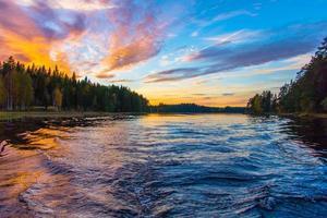 Gewässer unter blauem Himmel foto