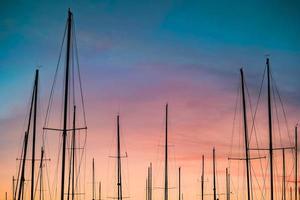 Silhouette Fotografie von Segelbooten foto