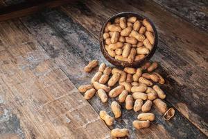 Erdnüsse in einer kleinen Schüssel