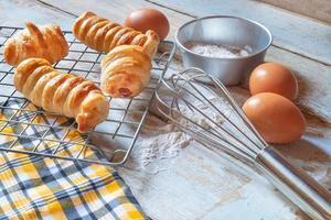 frisches Brot und Zutaten