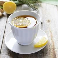 Tasse Zitronentee mit Ingwer foto