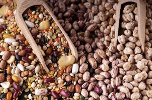 bunte Mischung von Hülsenfrüchten für Gemüsesuppe foto