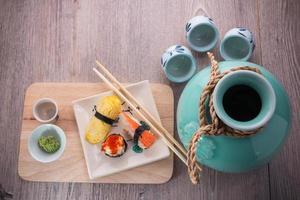 japanisches Sushi und Sake Set foto