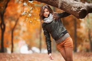 zwei Lieben: der Herbst und sie foto