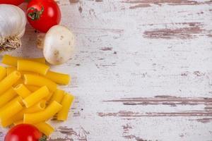 Nudeln und Gemüse foto