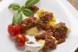 Tortellini mit Sauce foto