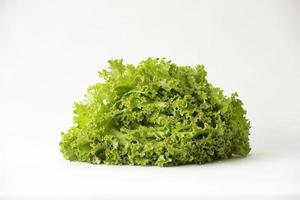 grünes, rotes und orangefarbenes Gemüse als gesunde Nahrung foto