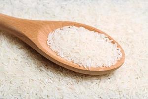 Reis in einem Löffel trocknen foto