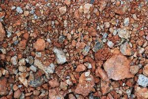 Stein oder mit Staub unbefestigte Straße auf dem Land gefüllt foto