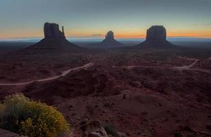 Monument Valley bei Sonnenaufgang foto