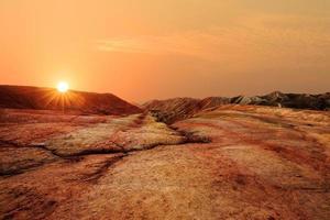 Landschaft aus rotem Sandstein im Sonnenaufgang in Zhangye