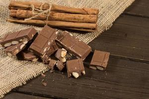 Schokolade mit Mandeln foto