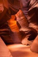 Sonnenlicht strahlt durch Gletscherspalte Sandstein Rock Antilope Slot Canyon foto