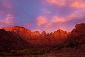 Türme der Jungfrau bei Sonnenaufgang