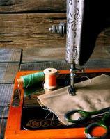 die Nähmaschine und Werkzeuge. foto