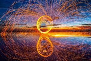 Reflex spinnende Stahlwolle foto
