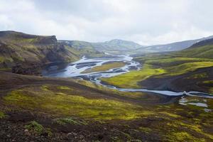 Berühmter isländischer Wanderknoten landmannalaugar bunte Gebirgslandschaftsansicht, Island foto
