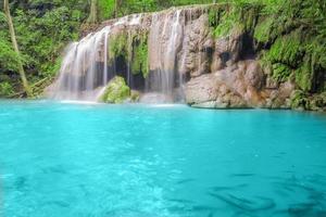 tiefer Waldwasserfall in Kanchanaburi foto